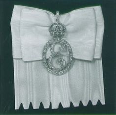 Badge worn by the Ladies and women of the Bedchamber to Queen Elizabeth II. Not a family order, but a badge of service worn in the same way