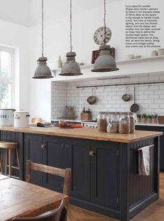 Classic Kitchen, Modern Kitchen Island, Farmhouse Style Kitchen, Modern Farmhouse Kitchens, Industrial Kitchens, Industrial Door, Kitchen Islands, Industrial Style, Vintage Kitchen Decor