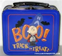 Discover collectible Peanuts Novelty Lunch Boxes featuring Snoopy, Woodstock, Charlie Brown, and the Peanuts comic by Charles M. Lunch Box Thermos, Tin Lunch Boxes, Vintage Lunch Boxes, Metal Lunch Box, School Lunch Box, Out To Lunch, Snoopy Love, Christmas Lunch, Holidays Halloween