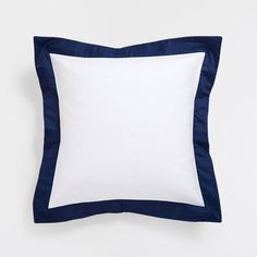 Image of the product Cotton cushion cover with contrasting blue edge