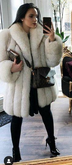 Fox Fur Coat, Faux Fur Jacket, Fur Coats, White Fur Coat, Fur Fashion, Womens Fashion, Mens Fur, Coats For Women, Autumn Winter Fashion