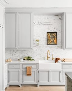 Take a tour of this elegant home in Greenwich, Connecticut complete with a wine room and a gym – Marble Decoration Farmhouse Style Kitchen, Modern Farmhouse Kitchens, Home Decor Kitchen, Kitchen Furniture, Wooden Furniture, Kitchen Ideas, Furniture Nyc, Furniture Stores, Cheap Furniture