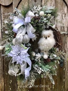 How To Video Winter owl wreath tutorial wreath tutorial how Christmas Front Doors, Christmas Wreaths To Make, Christmas Owls, Holiday Wreaths, Rustic Christmas, Christmas Crafts, Christmas Ornaments, Winter Wreaths, Spring Wreaths