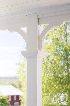 Verandan | Drömgårdsliv House Exterior, Cabin Decor, Pool Hot Tub, Cottage Exterior, House, Porch, Victorian Porch, Building A House, Exterior