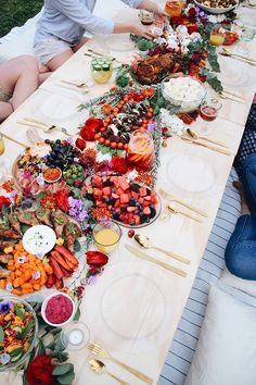 Wedding Food The latest wedding foodie trend: Wedding Grazing Tables - Wow your guests with the latest food trend - a beautiful wedding grazing table, piled high with delicious antipasti, charcuterie, and dips! Cheese Platters, Food Platters, Comida Picnic, Tara Milk Tea, Grazing Tables, Spring Party, Food Trends, Food Presentation, Party Planning