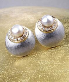 Gehna offer to showcasing Contemporary pair of ear studs is a unique display of hand textured and diamond studded 18k gold online in Chennai.