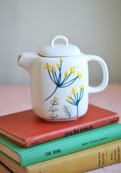 I'd love to have a teapot collection. :)