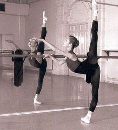 Ideas photography dance flexibility ballet for 2019 Ballet Class, Ballet Dancers, Ballet Barre, Black Dancers, Dance Class, Lets Dance, Dance Photos, Dance Pictures, Ballet Tumblr