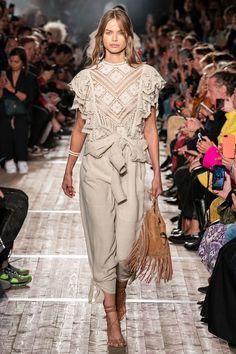 Isabel Marant Spring 2020 Ready-to-Wear Fashion Show - Vogue Fashion Weeks, Fashion 2020, Look Fashion, Runway Fashion, Spring Fashion, Fashion Outfits, Fashion Design, Fashion Trends, Ski Fashion