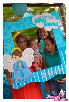 Photo idea for baptism Party Photo Frame, Party Frame, Photo Booth Frame, Baby Boy Baptism, Baptism Party, Baby Shower Parties, Baby Boy Shower, Baptism Centerpieces, Party Pictures