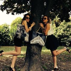 Nascondino fashion con le #pvcbag di #GruppoAntagora!! #pvc #bag #borsa #borse #borsapvc #borsagruppoantagora #palazzoducale #venice #crimakeup #cosecosi #black #white #sunglasses #bijoux Per acquistarla online: http://www.gruppoantagora.it/index.php?id_product=114&controller=product!