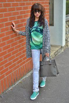 SIVOZELENÁ LEŽÉRNOSŤ_Katharine-fashion is beautiful_Katarína Jakubčová_Fashion blogger #outfit #ootd #autumn #fashion #inspiration #fall #sveter #džínsy #topánky #slipon #girl #woman #green #style #grey #cardigan #comfy #look