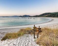 Playa de Rodas, Isles Cies / Galicia. Photo by Pablo Canzobre