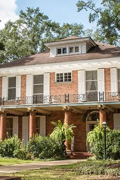 The Cutest Town in Every U. State via louisiana French Creole, Small Town America, Magnolia Homes, Bed And Breakfast, Small Towns, Vacation Spots, Places To Travel, The Good Place, Pergola