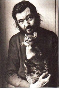 Julio Cortazar - Julio Cortázar was an Argentine novelist, short story writer, and essayist. Known as one of the founders of the Latin American Boom, Cortázar influenced an entire generation of Spanish-speaking readers and writers in the Americas a Crazy Cat Lady, Crazy Cats, I Love Cats, Cool Cats, Men With Cats, Animal Gato, Foto Portrait, Son Chat, Writers And Poets