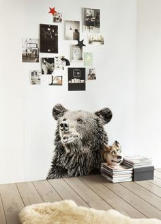 Belgian brand Grooy Magnets has created someüber fun magnetic wallpaper prints ideal for hanging drawings, postcards and messages. The wall...