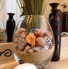Go seasonal with shells for staging and redesign touches Shell and sand arrangement to add a little seaside to your home. The post Go seasonal with shells for staging and redesign touches appeared first on Dekoration. Seashell Crafts, Beach Crafts, Crafts With Seashells, Seashell Bathroom Decor, Beach Theme Bathroom, Seashell Art, Shells And Sand, Sea Shells, Coastal Style