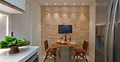 Sala de jantar com tijolinho à vista