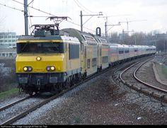 1850 Nederlandse Spoorwegen Serie 1800 at Duivendrecht, Netherlands by Peter ten Thije