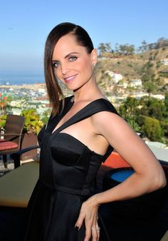 Actress MENA SUVARI finds her key light at the Catalina Film Festival. Hair/Makeup by David Stanwell Festival Hair, Film Festival, Mena Suvari, Hair Makeup, Cinema, David, Actresses, Key, Artist