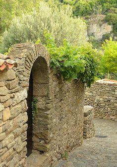 the arch in Minerve, Languedoc Roussillon, France Provence Style, Provence France, Paris France, Garden Gates, Garden Bridge, Languedoc Roussillon, Beaux Villages, French Countryside, Beautiful Places In The World