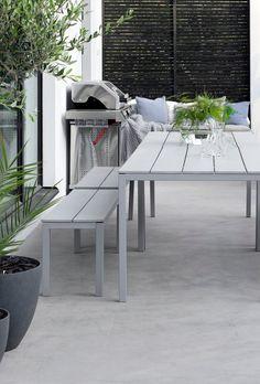 IDEOITA TERASSIN SISUSTUKSEEN | MUSTA OVI – Vuoden 2016 ja 2017 sisustusblogi Back Deck, Concrete Patio, Terrace Garden, Outdoor Living, Pergola, Dining Table, House Design, Beach House, Modern