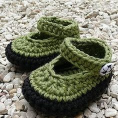 I want to make a pair for me :) free baby booties crochet video & pattern.
