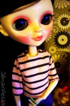Huset ikea, ropa de muñecas y fotos.