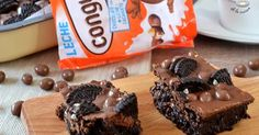 Deliciosa receta de chocolate. Unos cuadraditos de cacahuete y chocolate que están para chuparse los dedos. Con una base de chocolate y galletas y una cobertura de chocolate y crema de cacahuete están de vício!! Os encantarán!
