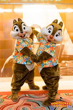 Chip 'n Dale Disney And More, Disney Love, Disney Magic, Disney Mickey, Disney Parks, Disney Characters Costumes, Animated Cartoon Characters, Chip And Dale, Disneyland Park