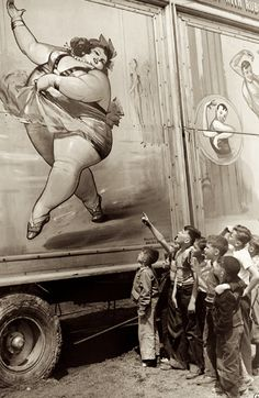 Vintage circus sideshow photo - The Fat Lady Vintage Pictures, Old Pictures, Vintage Images, Old Photos, Old Circus, Night Circus, Circus Train, Circus Book, Dark Circus