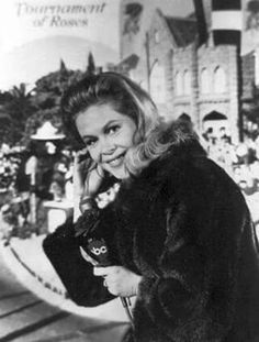 Elizabeth Montgomery hosting The Tournament of Roses Parade in 1967.