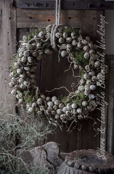 Le plus chaud Aucun coût couronne Fleurs diy Style Easter Wreaths, Christmas Wreaths, Christmas Decorations, Holiday Decor, Fleurs Diy, Arte Floral, Diy Wreath, Wreath Ideas, Easter Crafts