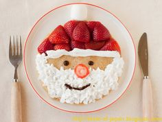 Santa pancakes---make pancakes of choice; decorate with fresh strawberries, whip cream & a few chocolate chips! Easy Christmas breakfast for kids. Noel Christmas, Christmas Morning, Christmas Goodies, Christmas Baking, Christmas Treats, Holiday Treats, Winter Christmas, Holiday Recipes, Father Christmas
