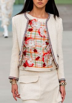 Find tips and tricks, amazing ideas for Chanel resort. Discover and try out new things about Chanel resort site Fashion 2020, Runway Fashion, Fashion Show, Womens Fashion, Chanel Resort, Chanel Style Jacket, Chic Outfits, Fashion Outfits, Mode Chanel