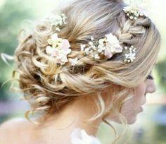 Brautfrisur Blumen boho vintage