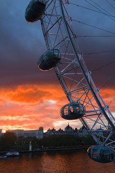 greetingsfrombritannia: London Eye, London. © Joseph Votano
