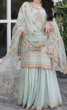 Pakistani Fashion Party Wear, Pakistani Dresses Casual, Indian Party Wear, Indian Fashion Dresses, Dress Indian Style, Indian Wear, Indian Outfits, Hand Embroidery Dress, Embroidery Suits Design