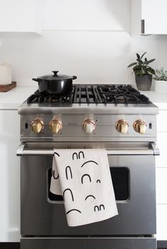 gas stove with copper knobs