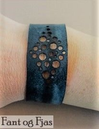 Armbånd laget av gammel sykkelslange. Cuff Bracelets, Jewelry, Fashion, Moda, Jewlery, Jewerly, Fashion Styles, Schmuck, Jewels