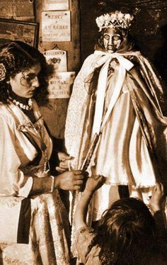 Vierge noire (Sara? Saintes Maries de la Mer?) - BOHEMIENS - GITANS - MANOUCHES - ROMS - TZIGANES