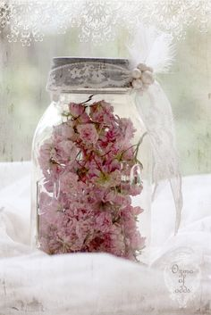 so pretty and easy to do. nice idea for bridal/baby showers, or do a bunch in different sizes for a centrepiece for a wedding with candles around.
