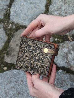 Leather Art, Leather Cuffs, Leather Belts, Leather Tooling, Cow Leather, Leather Wallet, Tooled Leather, Bracelet Crafts, Classic Man