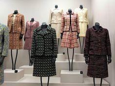 Magazine Chanel vintage suits – Magazine Tweeds to die for! Estilo Coco Chanel, Coco Chanel Mode, Coco Chanel Fashion, Chanel Style, Chanel Couture, Timeless Fashion, Love Fashion, Womens Fashion, Vintage Chanel