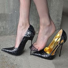 Shoespie Sexy Pointed-toe Breathable Metal Buckles Stiletto Heels