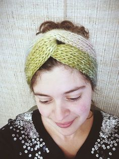 Bohemian-chic is in, and this knitted headband pattern is great for keeping in touch with the latest fashion trend. The Easy Brioche Turban is the perfect knit headband pattern for beginners who want to knot how to make a headband. Knitting Patterns Free, Knit Patterns, Free Knitting, Free Pattern, Knit Headband Pattern, Knitted Headband, Knitted Hats, Knit Or Crochet, Crochet Hats