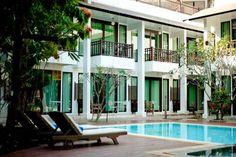 The Mantrini Chiang Rai - Situé à Chiang Rai, l'établisssement The Mantrini Chiang Rai propose des chambres avec télévision par câble et salle de bains privative. Il est doté d'une piscine extérieure, d'un restaurant, d'un bar dans le hall et d'un parking gratuit. Adresse The Mantrini Chiang Rai: 292/13 Moo 13, Robwiang, Muang 57000 Chiang Rai