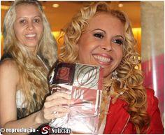 Imagens de Joelma registrada em Recife durante uma turnê em 2010
