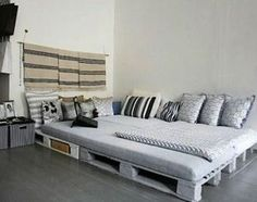 100 DIY Ideas For Wood Pallet Beds: Rehashing is budget friendly and environmentally healthy activity. So get ready to have mesmerizing wood pallet beds at your Pallet Bedframe, Wooden Pallet Beds, Diy Pallet Bed, Pallet Sofa, Diy Pallet Furniture, Bed Furniture, Pallet Ideas, Furniture Ideas, Palette Furniture