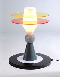 This is so cool! MEMPHIS MILANO Table lamp